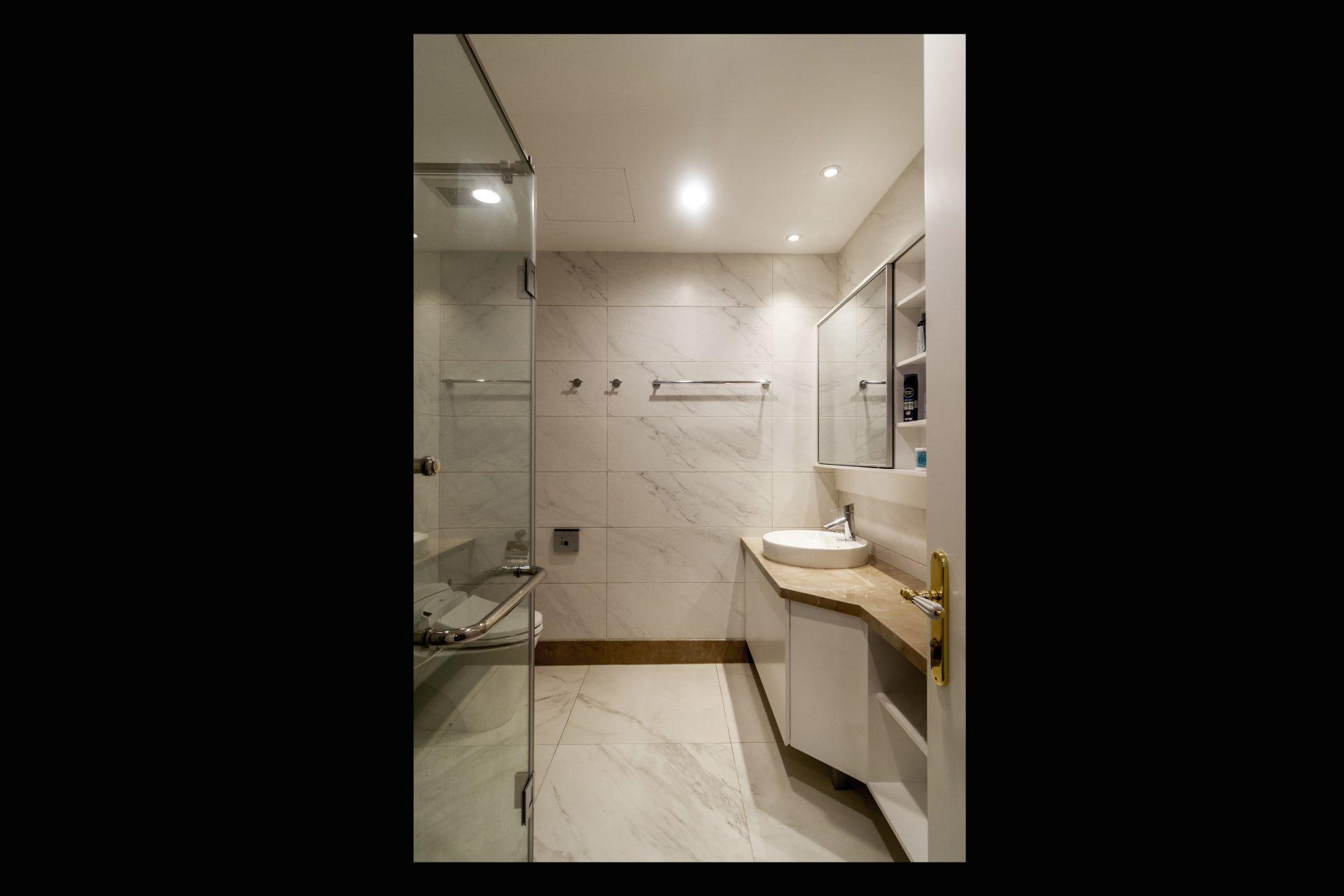 Phòng tắm | Bathroom